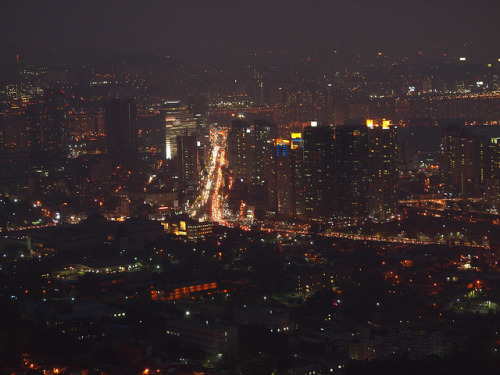 dreams-of-japan:  Hazy-Night-Seoul-South Korea by mikemellinger on Flickr.