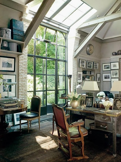 This is the kind of room where you can imagine writing an epic book or letter while Pavarotti plays in the background.