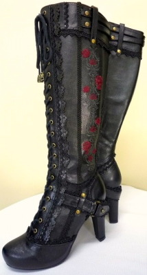 londonwarrior:  I like my roses on leather….