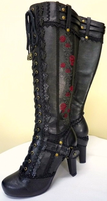 londonwarrior:  I like my roses on leather….  these need to be on my feet now.