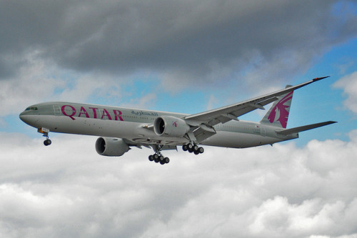 crusingaltitude:  Boeing 777-3DZ(ER) - Qatar Airways (A7-BAQ) by Beata Ce on Flickr.