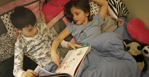 (via There Are 3 Ways To Raise Lifelong Readers… | The Literacy Site Blog) Make lifetime readers of your children…