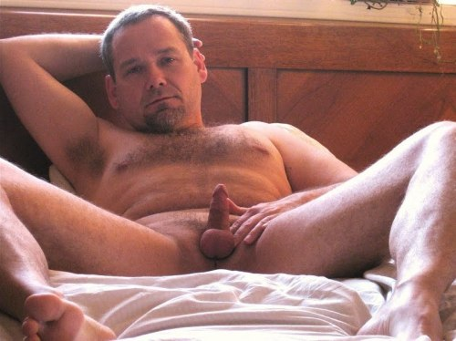 (Amateur Pindick Image) Oh dear!!! Now that is a small cock!! Reckon that is smaller than mine!!