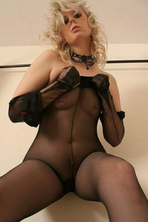 Pulling up her sheer #pantyhose #tights