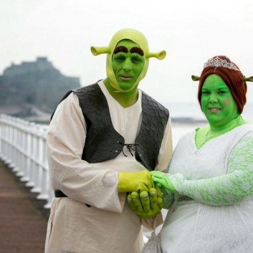 Couple Has Shrek Themed Wedding Aww, these two onions are going to make me cry!