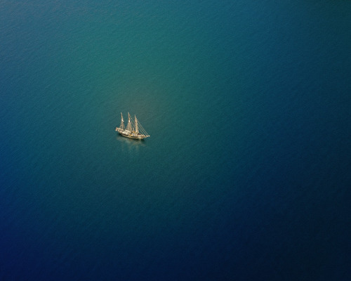 ananashomme:  jade-cooper:  Barque by Stas Kulesh Do you ship ships too?  (via TumbleOn)