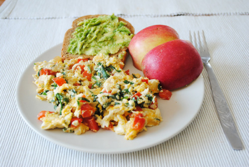 im-undone:  Breakfast today! Scrambled eggs, chopped spinach, red bell pepper and onion, whole grain toast with mashed avocado, 1/2 apple.