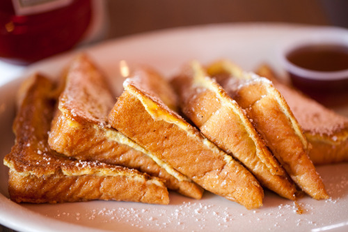 May I present you with some virtual french toast.  Shall we say YUM together? kitchenelves:  French Toast via Eric Isaac