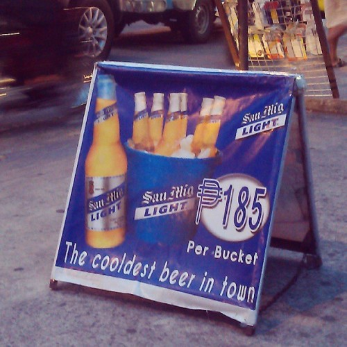 Meanwhile, at Makati, they serve the COOLDEST beer in town. Pinagsamang cool and cold. Oha! :))
