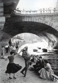 iconoclassic:  c. 1950s: Rock 'n' Roll sur les Quais de Paris (via Retronaut)