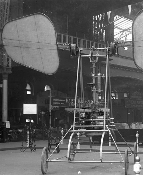 """The de la Hault Orthopter displayed at the 1909 Olympia Aero Show"" (via)"