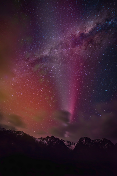 definitelydope:  The Comet in Queenstown (by Stuck in Customs)