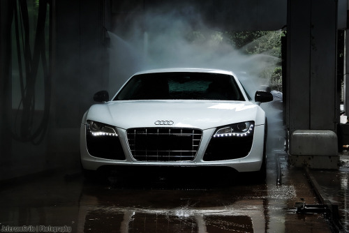 Relaxing Shower Starring: Audi R8 (by Jeferson Milão)