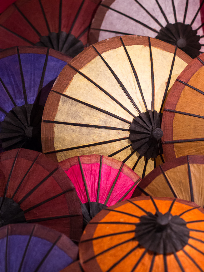 "sendmetoasia:  ""Khan Nyu"" Paper Umbrella (by vagabund-a)"