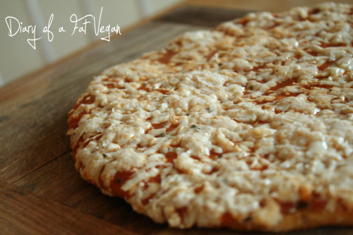 reblogged from wtfdoyoueatvegan:  Friday dinner- tofurkey pizza (not GF)