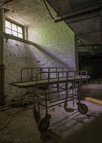 abandonthehalls:  Asylum for the Insane by katherinecaprio