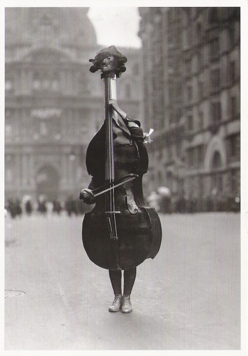 Otto BettmannWalking Violin in Philadelphia Mummers' Parade, 1917