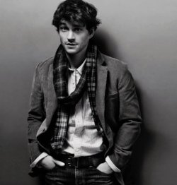 Hugh Dancy. English swagger.
