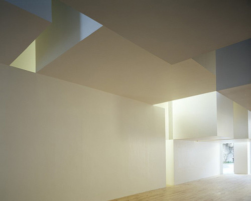 "onsomething:   onsomething   Aires Mateus | House in Brejos de Azeitão, 2001-2003 ""To make a house, you take a handful of air and you hold it in with some walls."" This is the Nazarite proverb that Alberto Campo Baeza used to describe the work of Aires Mateus."