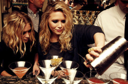 fashion drink drinks Mary-Kate Olsen Ashley Olsen Olsen Twins twins olsen mary-kate Mary Kate Olsen mary kate and ashley sisters ashley mary kate olsens The Row Mary-Kate and Ashley Elizabeth and James olsen sister olsen twin olsen sisters mary-kate and ashley olsen fashion line barman bargirl