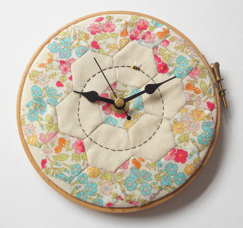 Patchwork Bee Wall Clock on Flickr.Via Flickr: Hot off the press, in a manner of speaking, this morning.           Blogged: themasonbee.blogspot.co.uk/2013/05/sunday-one-down.html Copyright: Mason Bee 2013