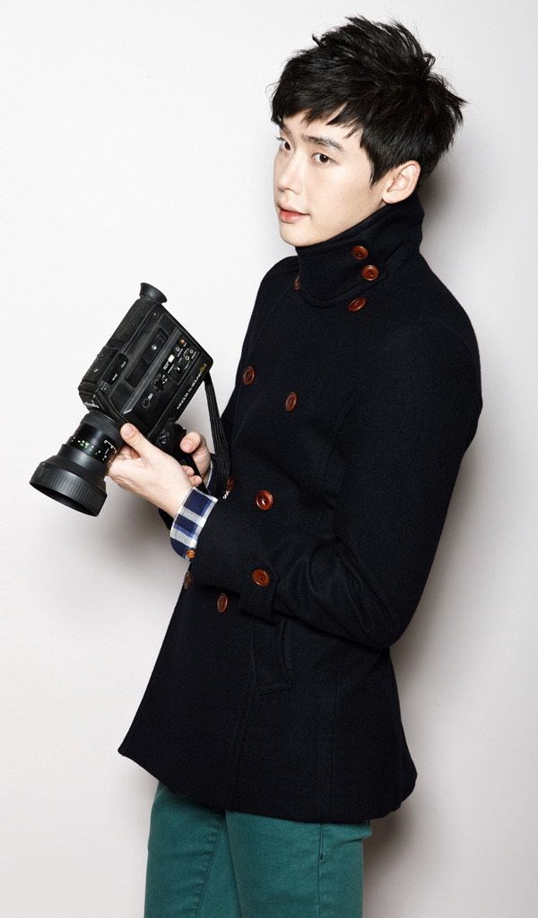 hitoritabi:  Lee Jong Suk for EZIO - clean-cut and date-ready ❤