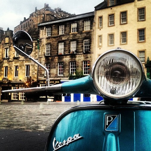 La Dolce Vita! Priceless: Waking up at the @ApexHotels Grassmarket to see this view across the road… #blogmanay by budgettraveller http://instagr.am/p/UGOeDgq2rO/