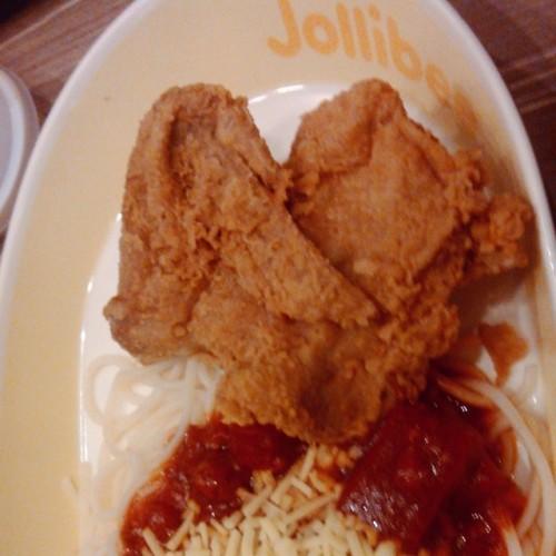 Thank you for this heart-shaped chicken joy and for satisfying my week long cravings. :)) chicken lang hinahanap ko pero may spaghetti pang kasama. :)) thanks, love! :-* #simplejoys