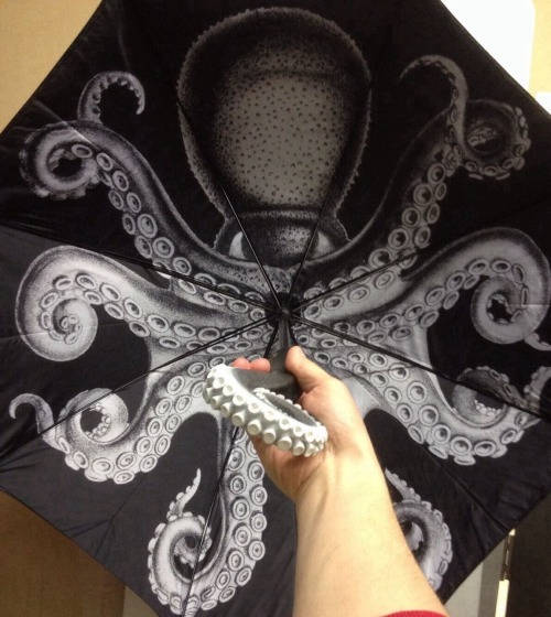 glittertomb:  kraken (yes, the spiced rum) came out with an umbrella and i really desire one! check it out