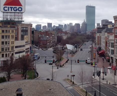 herblondness:  think-progress:  Boston on lockdown. Streets are deserted. Find updates here.  You never ever see this.  Crazy.