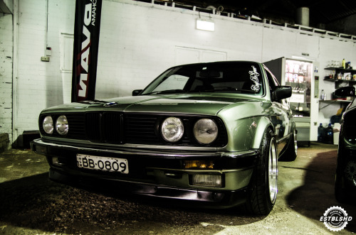 Dark hero Starring: BMW E30 (by Full Motion Photography)