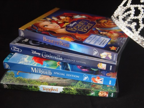 (via DIY Movie Night on a Budget – Princess Style! #PopSecretMovieNight) Making a super fun #princess style #movienight for the family - #popsecretmovienight