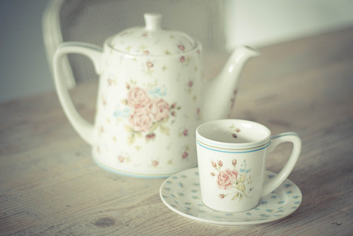 Adorable teacup of the day! paperflowersandcandyclouds:  http://weheartit.com/entry/59375026