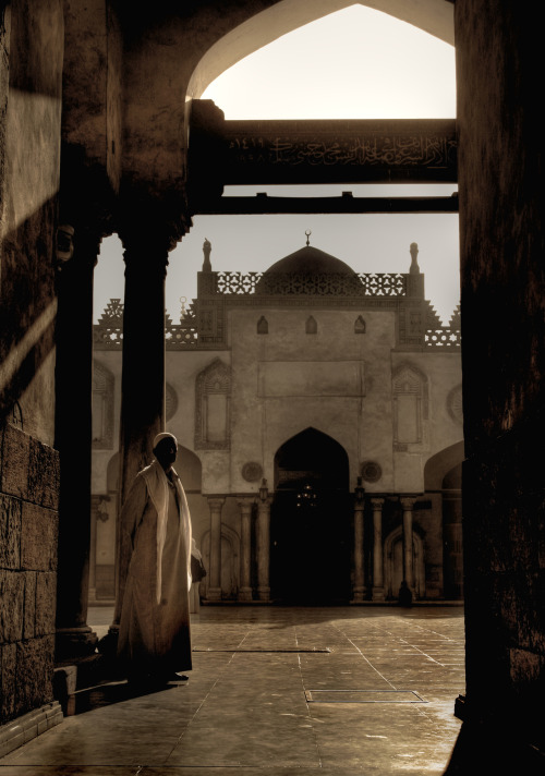 fattysaid:  Mosque in Giza - Cairo, Egypt By: Ivan Serra