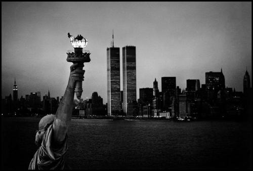 mpdrolet:  The Statue of Liberty with the World Trade Center and Lower Manhattan skyline, 1979 Burt Glinn