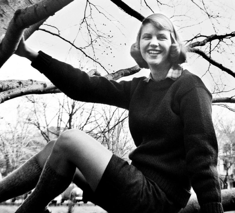 iwearascrunchie:   Sylvia Plath, 1950  <3