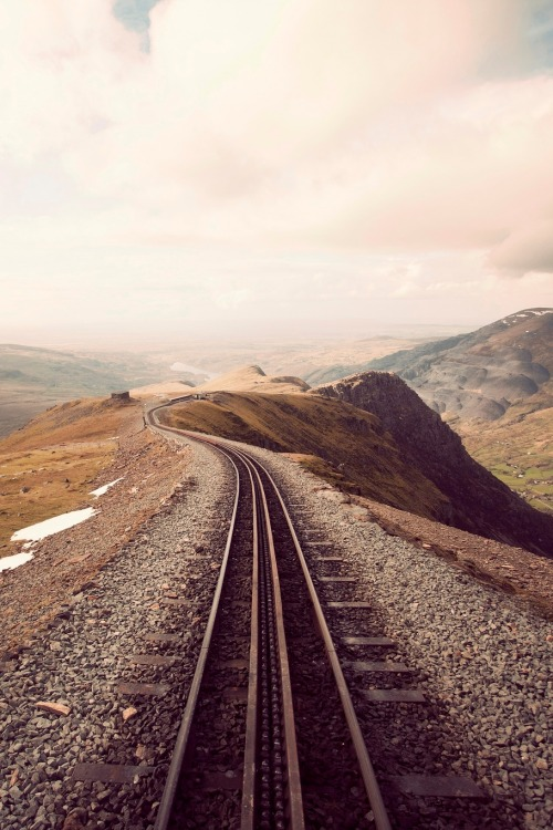 resolutewoman:  0rient-express:  Life (by Steven Chan).  journey on.