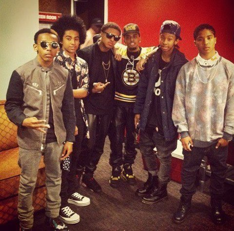 And they're finally the same height as Diggy. Lml