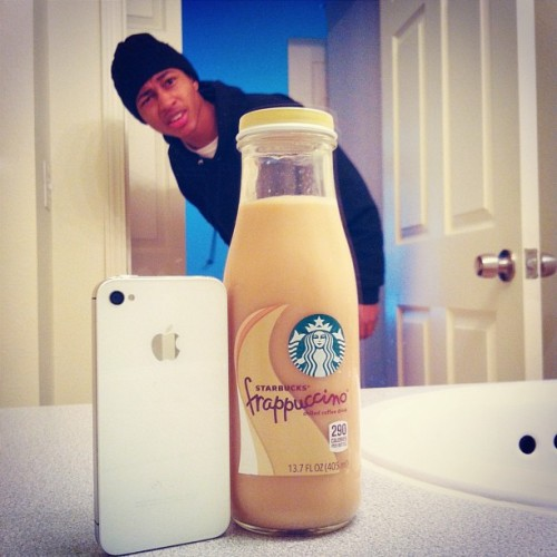 bryantsupreme:  rockybreaux:  Caught my Frapp takin selfies in the bathroom… I need friends lol.  ok, this did make me laugh out loud..
