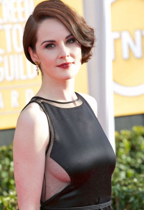 Everyone's Still Struggling To Accept That Michelle Dockery (AKA MARY CRAWLEY) Showed Sideboob At The SAG Awards