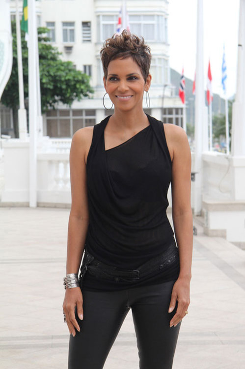 Halle Berry dazzled the foreign press in an IritDesign ring and…     Halle Berry dazzled the foreign press in an IritDesign ring and cuff and Sethi Couture earring…View Post
