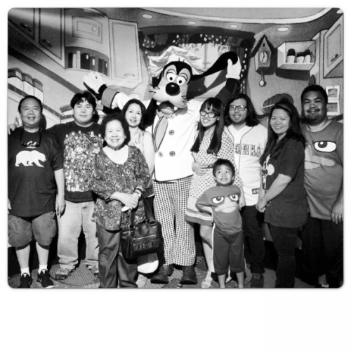 Ain't nobody fresher than my clique❤ #family #goofyskitchen #disneyland #birthday  (at Goofy's Kitchen)