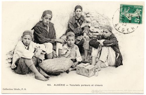 Young porters and shoe-shiners in Algeria, 1910