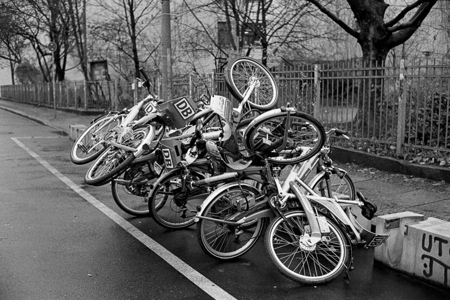 Berlin Mitte,  Nov 2012 M6 + 35mm CV Nokton 1.4 // Tri-X @800  in Xtol