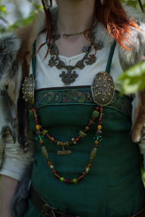 marjolein hoekendijk viking elfia elf fantasy fair armstreet boobbling viking bling shield brooches lagertha vikings shield maiden heathen asatru