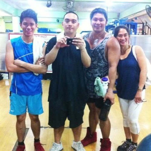 Was at the #gym earlier with my family! 💪 @jvsanmig