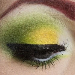 Apple sourz inspired look is now up on my blog! (link in profile) #sugarpill #makeup #makeupgeek #maybelline #green #yellow #white #eyeshadow #acidberry #tako #lemondrop #fuji #poisonivy #midori #eyeliner