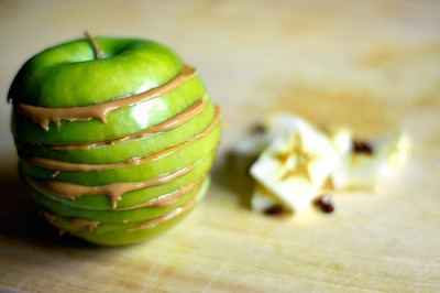 ffffood:  photoholic:  hunsonisgroovy: Apples and Peanut Butter (via Capt. Mouffette)