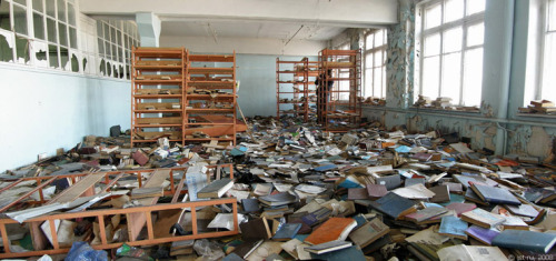 English Russia » An Abandoned Library