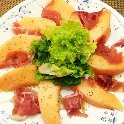 Made this #yummy prosciutto di Parma and melona salad with calamansi dressing for me and Mom ! Perfect #summer dish #yummy #stufficook #tasty #foodbyaua #sharefood #aua #homecook
